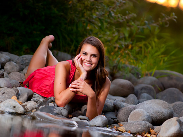 senior pictures next to creek